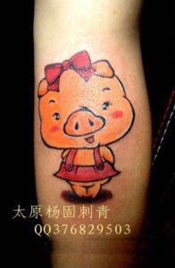 nghĩa hình xăm con lợn 196x300 - Ý Nghĩa Hình xăm con Lợn