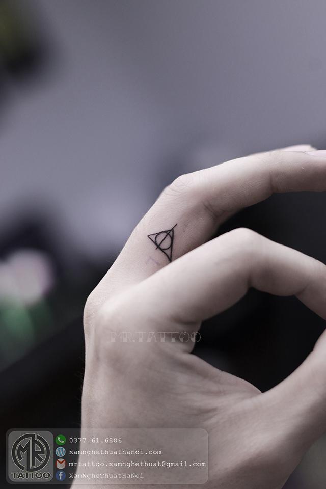 Hình xăm tam giác - Hình Xăm Nhỏ tại Mr.Tattoo - Những mẫu xăm nhỏ đẹp nhất 1.